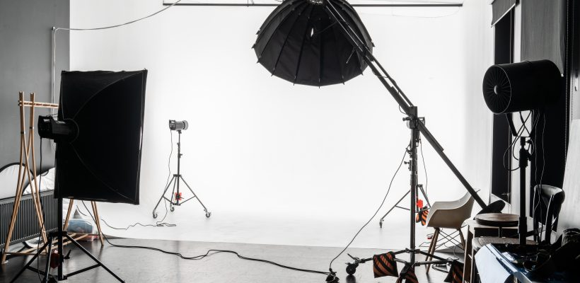 An empty photo Studio with white cyclorama. Monoblocks with flashes using softboxes of different shapes. photographic studio space with white cyclorama